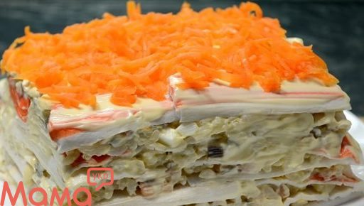 Закусочний салат-торт з крабовими паличками: шикарне блюдо