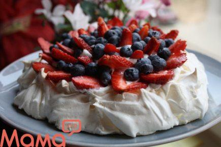 Ніжний повітряний торт «Милій мамі»