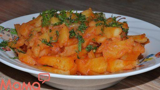 Апетитна картопля, приготована в мультиварці
