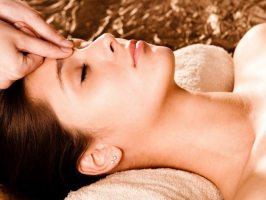Як повернути молодість за допомогою точкового масажу