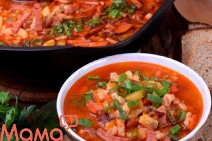Приголомшливо смачний суп з копченостями