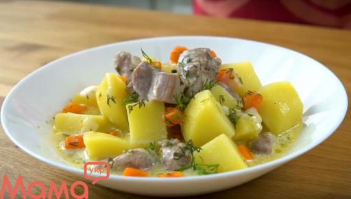 Індичка, тушкована з картоплею в сметанно-часниковому соусі