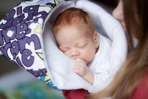 Як вибрати конверт на виписку – перший наряд для малюка
