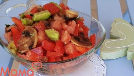 Цікавий салатик з авокадо, печерицями і солодким перцем