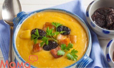 Смачний картопляний суп із чорносливом