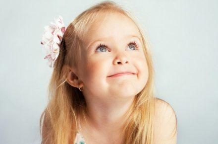 Потрібно проколювати вуха дитині?