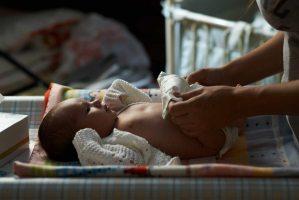 Пронос у немовляти: причини, що робити для зупинки діареї?