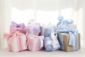 Що подарувати новонародженому та його батькам?