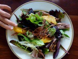 Смачні та поживні теплі салати (3 рецепта)