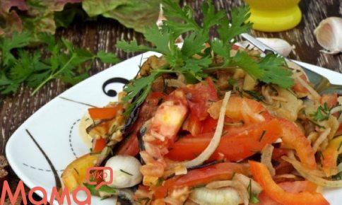Відмінний салат з баклажанами і гострою заправкою