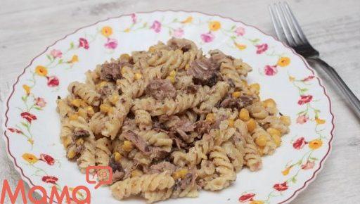 Дуже швидкий і смачний вечерю: паста з тунцем та кукурудзою у вершковому соусі