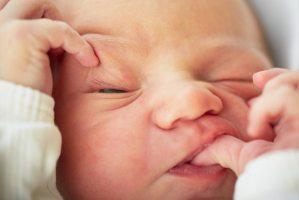 Шкіра новонародженого: доглядаємо правильно