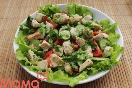 Салат з курки і свіжих овочів