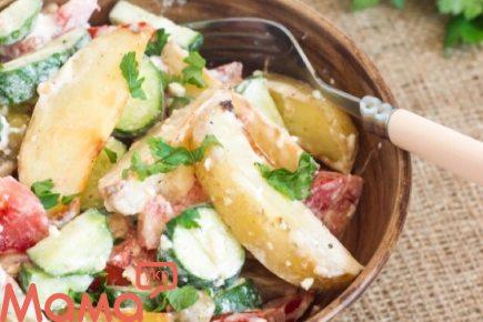 Дуже смачний салат із запеченою картоплею