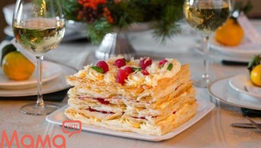 Торт Наполеон з малиною