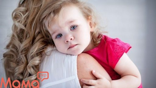 Сезон застуд: як допомогти дитині при болю в горлі