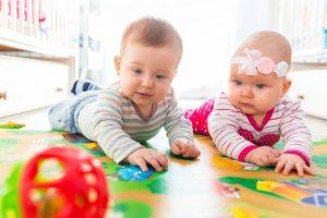 Які іграшки потрібні дитині до року