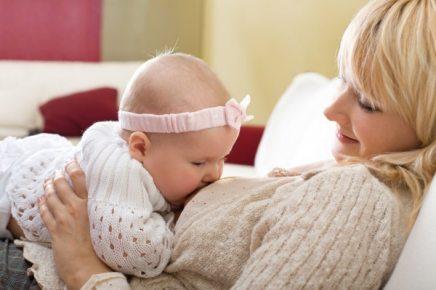 Годування немовляти