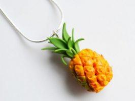 Прикраси у вигляді фруктів та ягід – як носити?