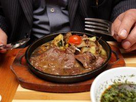 Рецепти м'ясних страв, щоб нагодувати ненажерливих чоловіка