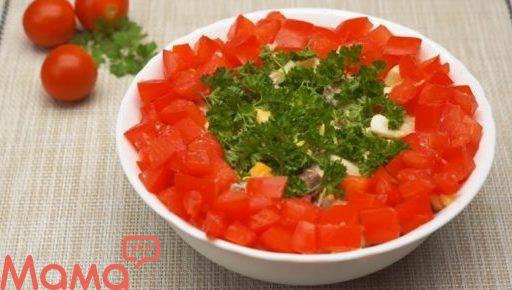 Простий салат з курячими сердечками: красивий і дуже смачний