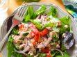 Салат з помідорами, куркою і сиром: прості святкові рецепти