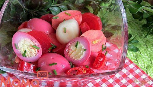 Пряні мариновані яйця: оригінальна закуска