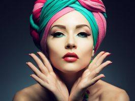 Секрети стилю: як елегантно зав'язати хустку на голову