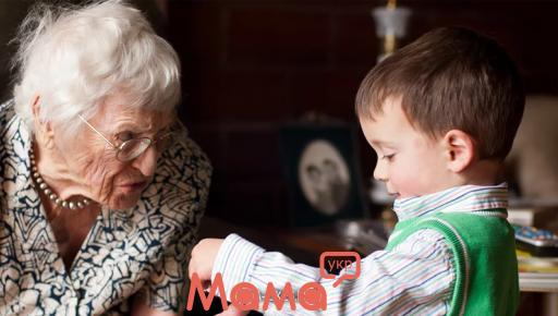 5 безглуздих порад з виховання, які можуть дати тільки бабусі