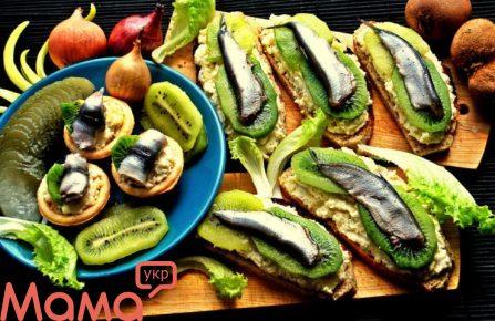 Бутерброди зі шпротами і ківі