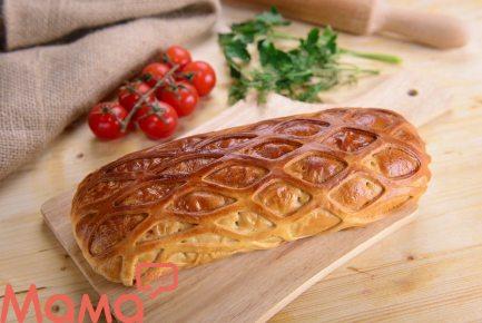 Дуже смачний пиріг-кулеб'яка з м'ясом, капустою і грибами