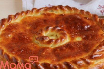 Дуже апетитний пиріг з м'ясом і грибами